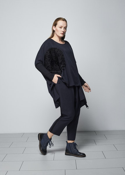 Nor navy and black look
